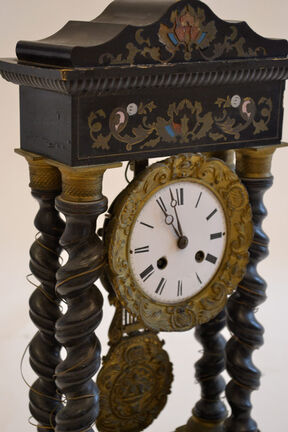 Table clock: French clock