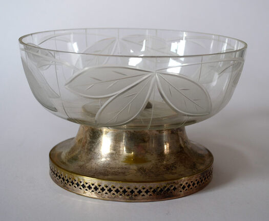 Container with glass bowl